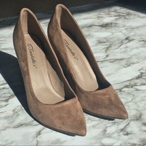 NEW NWOT Tan Faux Suede Pointed Toe Pumps